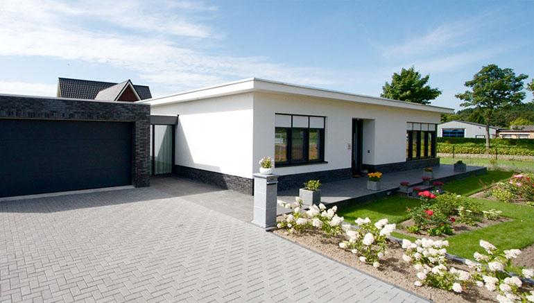 Woning met plat dak moderne bouwstijl